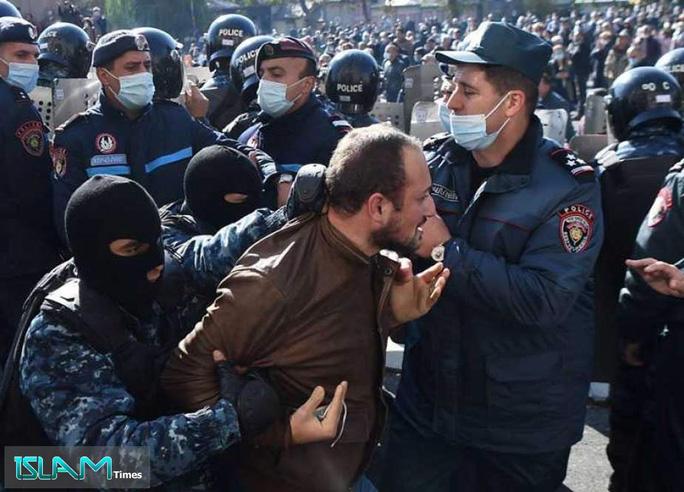 Thỏa thuận hòa bình gây tranh cãi khiến người dân Armenia nổi giận. Ảnh: Islam Times.