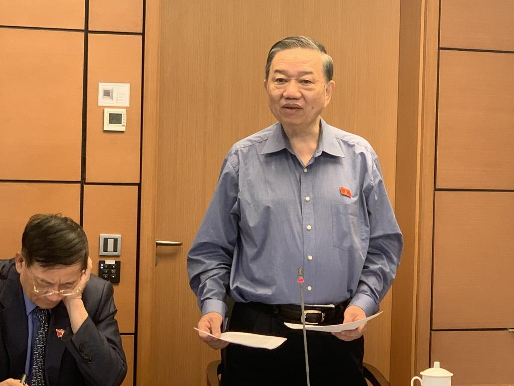 Bộ trưởng Công an Tô Lâm khẳng định không sinh ra lực lượng mới khi Luật Lực lượng tham gia bảo vệ an ninh, trật tự ở cơ sở ra đời. Ảnh: H. Vũ.