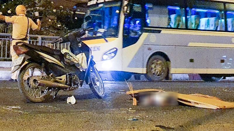 Hiện trường vụ tai nạn làm hai bà cháu tử vong thương tâm. Ảnh: CHÂU ANH