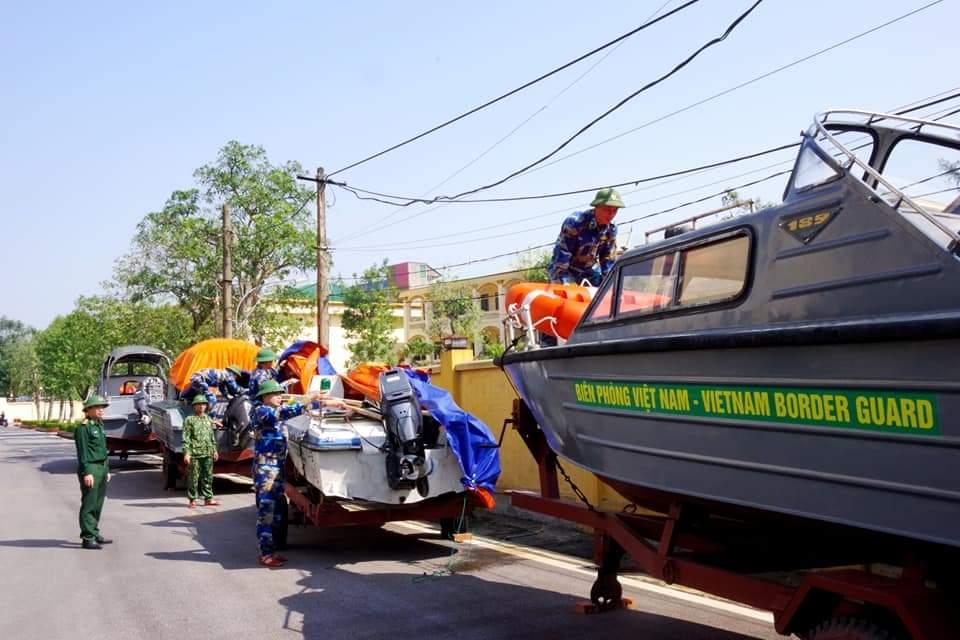 Lực lượng bộ đội biên phòng Hà Tĩnh triển khai công tác ứng phó trước cơn bão số 13.