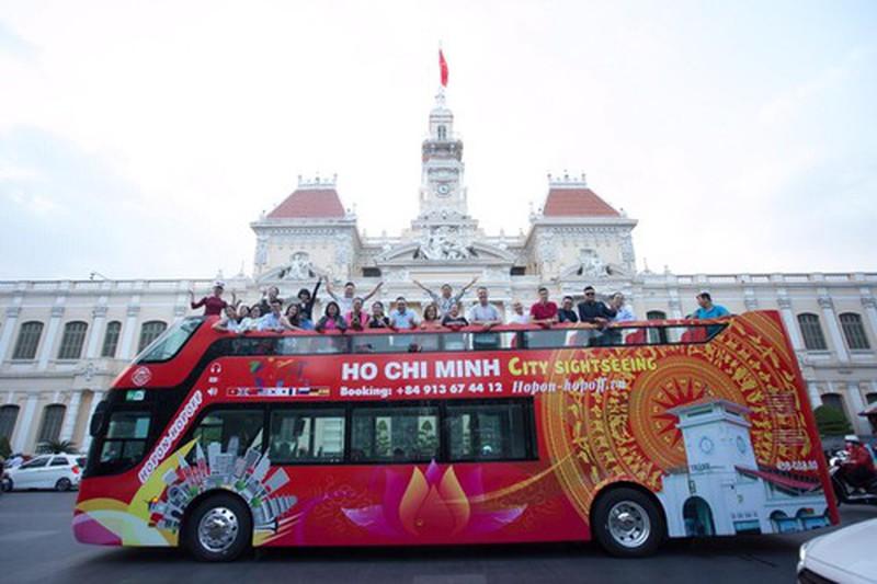Ngày 20/11, giáo viên được đi xe buýt mui trần miễn phí ở TP.HCM.