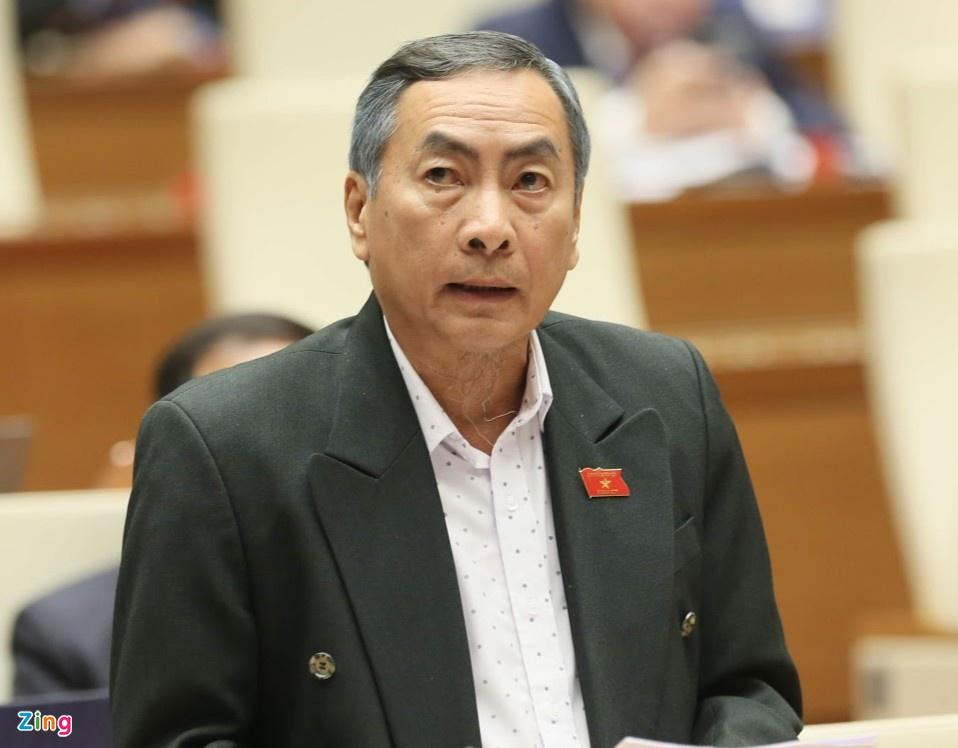 Đại biểu Quốc hội Phạm Văn Hòa (Ủy viên thường trực Ủy ban Pháp luật) cho rằng việc bỏ sổ hộ khẩu sẽ giúp bãi bỏ hàng chục thủ tục hành chính, tiết kiệm hàng nghìn tỷ đồng mỗi năm cho ngân sách. Ảnh: Quốc hội.