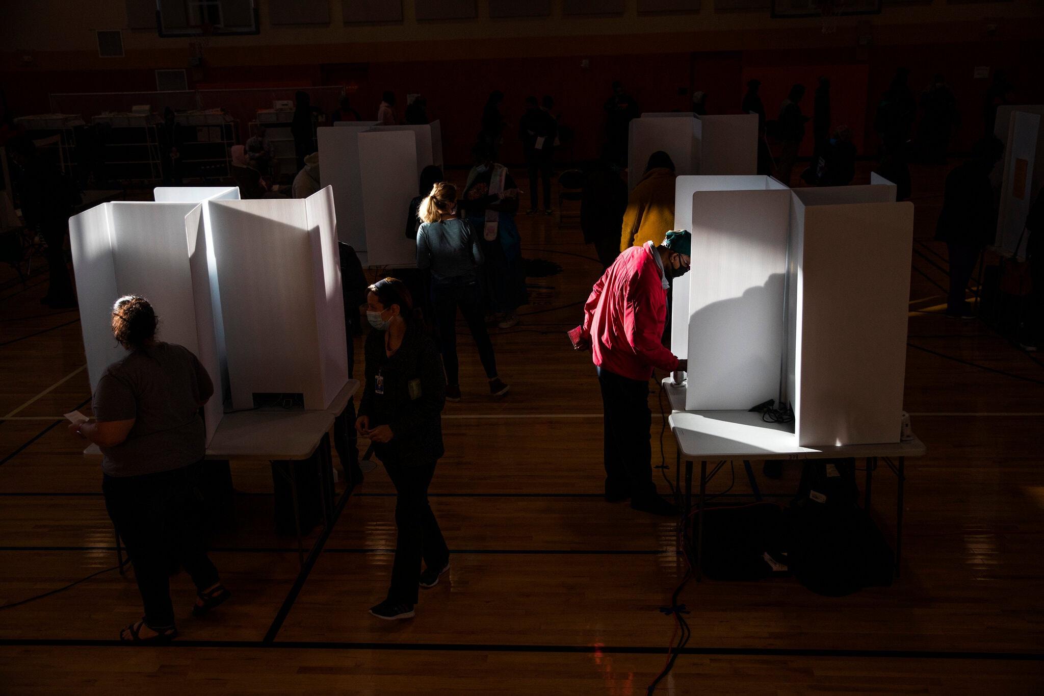 Tỷ lệ người dân phản hồi thăm dò dân ý ở Mỹ có xu hướng giảm. Ảnh: New York Times.