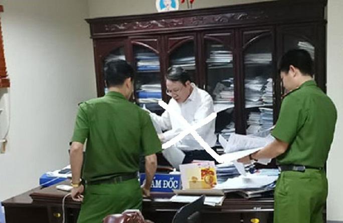 Cơ quan CSĐT khám xét phòng làm việc của Đặng Văn Quang - Ảnh ANTĐ