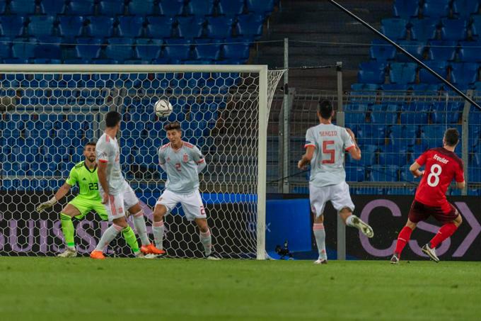 Freuler mở tỷ số cho Thụy Sỹ ở phút 26