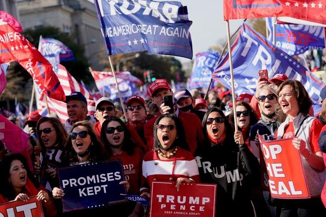 Những người ủng hộ ông Donald Trump tập trung tại thủ đô Washington để biểu tình. Ảnh: Bloomberg.