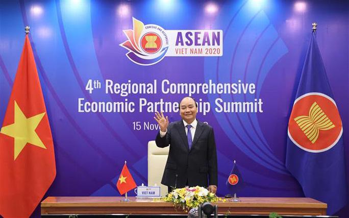 Thủ tướng Nguyễn Xuân Phúc chủ trì Hội nghị cấp cao các nước tham gia đàm phán Hiệp định Đối tác toàn diện khu vực (RCEP) bằng hình thức trực tuyến - Ảnh: TTXVN.