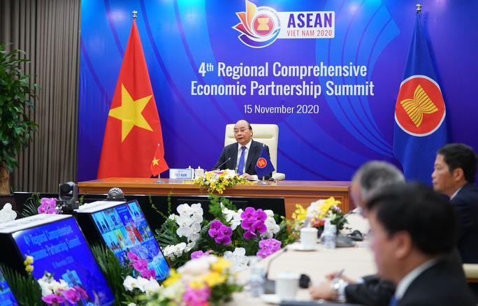 """Thủ tướng: """"Sau 8 năm làm việc khó khăn, đến hôm nay, chúng ta chính thức kết thúc hoàn toàn đàm phán Hiệp định RCEP để có thể ký kết Hiệp định này"""" - Ảnh VGP."""