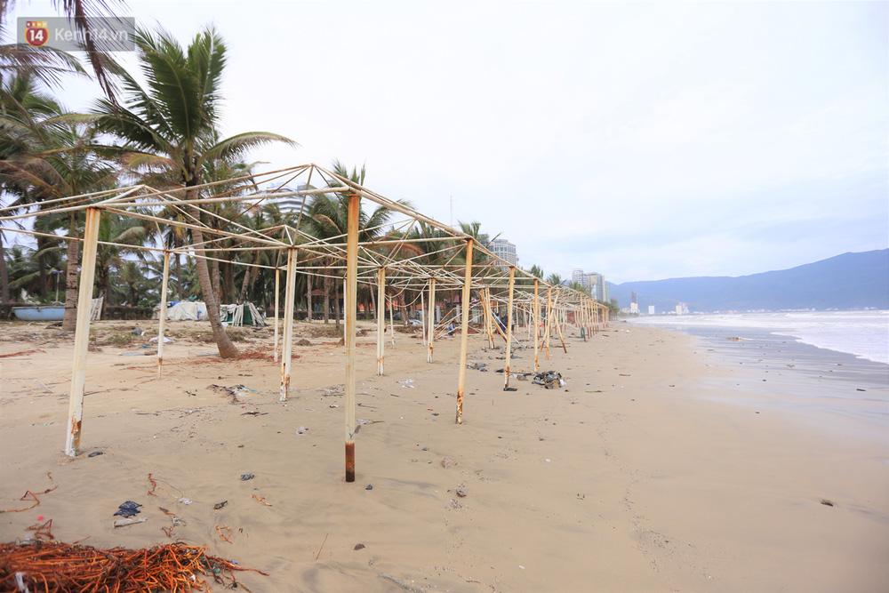 Ảnh: Cận cảnh bãi biển đẹp nhất hành tinh tan hoang, xơ xác sau bão số 13 - Ảnh 10.