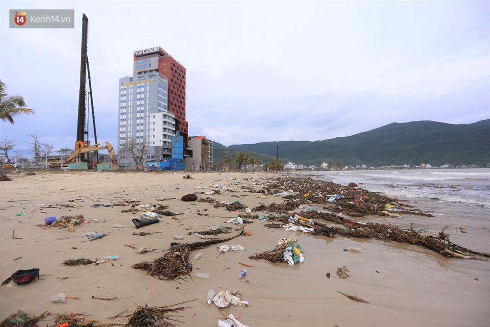 Ảnh: Cận cảnh bãi biển đẹp nhất hành tinh tan hoang, xơ xác sau bão số 13 - Ảnh 16.