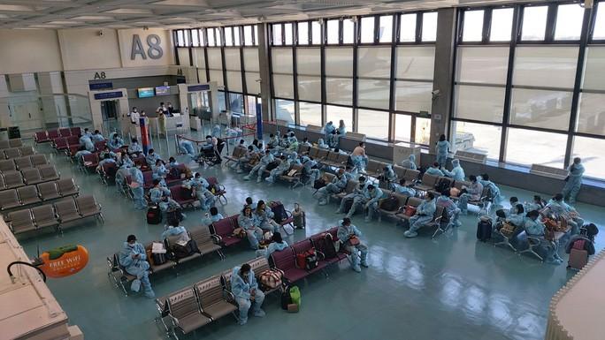 Công dân Việt Nam tại Đài Loan (Trung Quốc) chờ đợi lên máy bay về nước - Ảnh do Bộ Ngoại giao cung cấp.