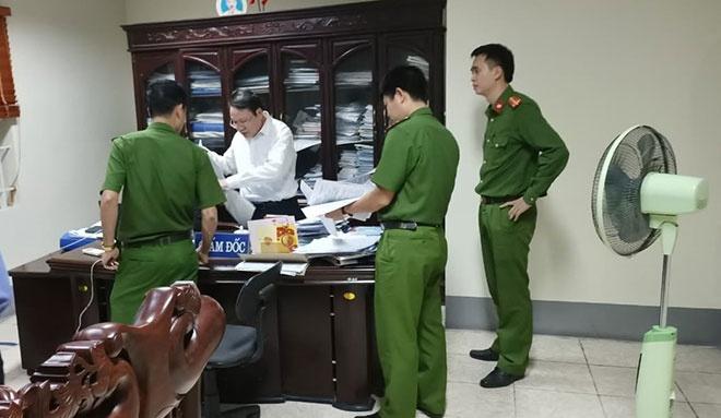 Cơ quan Công an đang khám xet nơi làm việc của ông Quang (Ảnh CAND)
