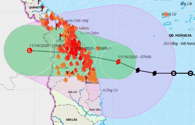 Bão số 6 (Linfa) từng hướng thẳng vào đất liền từ Thừa Thiên - Huế đến Phú Yên và gây ra một đợt mưa diện rộng cho các tỉnh Trung Bộ. Ảnh: VNDMS.