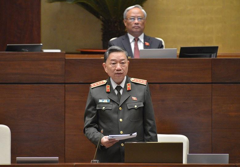 """Bộ trưởng Công an Tô Lâm khẳng định việc xây dựng Luật Đảm bảo trật tự, an toàn giao thông đường bộ không phải là """"tách luật, chia quyền"""". Ảnh: Quốc hội."""