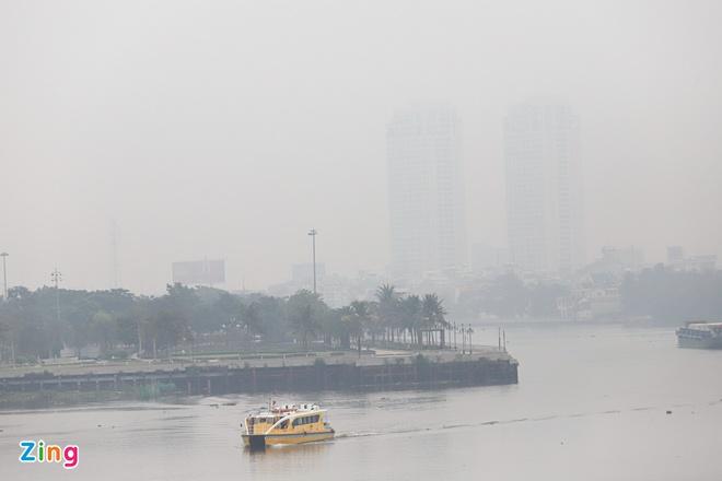 TP.HCM xuất hiện nhiều sương bụi mù trong không khí trở lại. Ảnh: Quỳnh Danh.