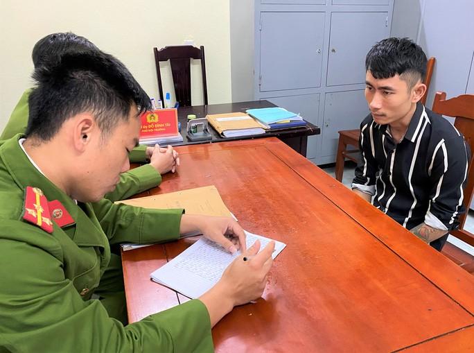Công an huyện Thọ Xuân đang đấu tranh, lấy lời khai của Bình
