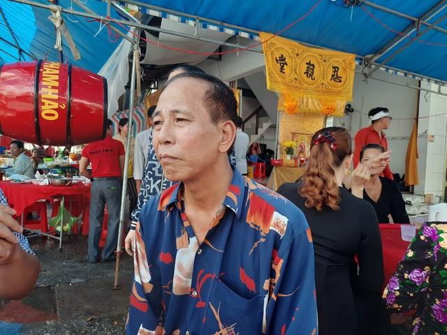 Ông Trần Hoàng Nam - cha ruột nạn nhân đau lòng kể lại sự việc. Ảnh: Người đưa tin.