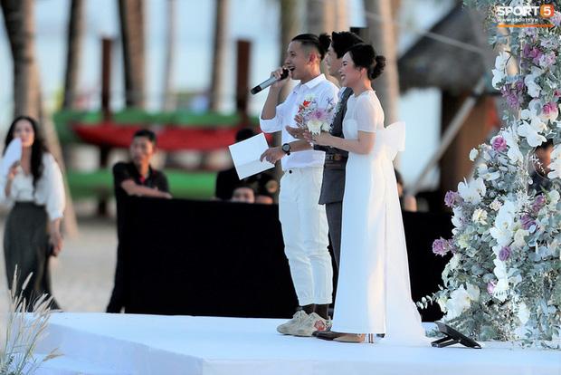 Viên Minh cực xinh dù diện váy đơn giản.
