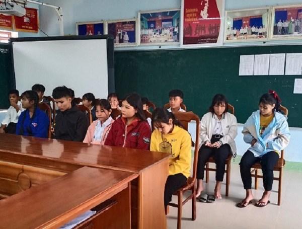 Giờ đây, những em học sinh bị mất mát trong đợt mưa lũ vừa qua đã quay trở lại trường học, nhưng khó khăn vẫn còn chồng chất.