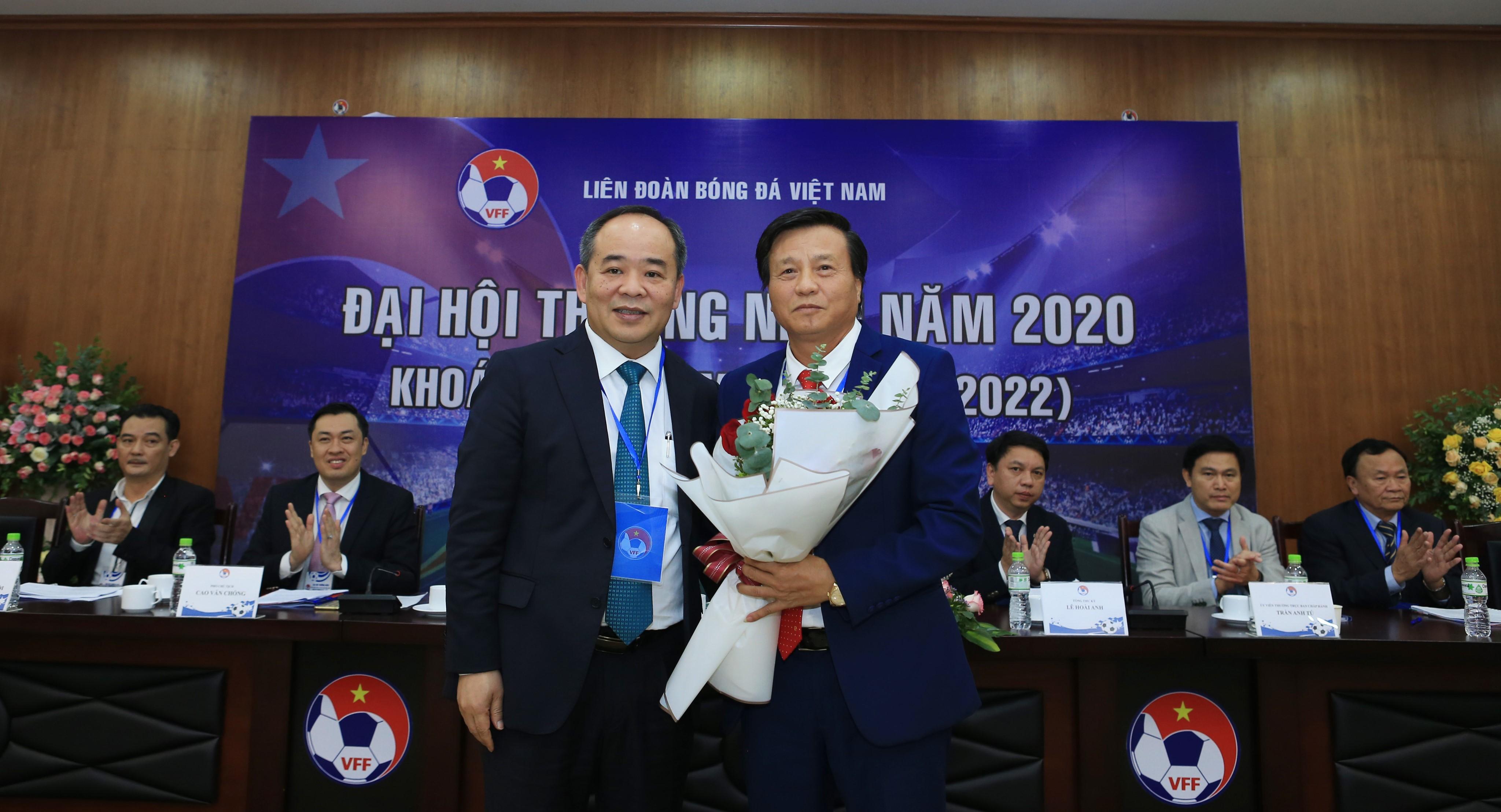 Tân Phó Chủ tịch phụ trách Tài chính và Vận động tài trợ - Lê Văn Thành (phải) tự tin sẽ giúp bóng đá Việt Nam có thêm những nguồn thu từ bóng đá - Ảnh: Đức Cường