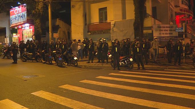 Cảnh sát cơ động kịp thời ngăn chặn vụ hỗn chiến của 2 nhóm học sinh vào đêm 17/11