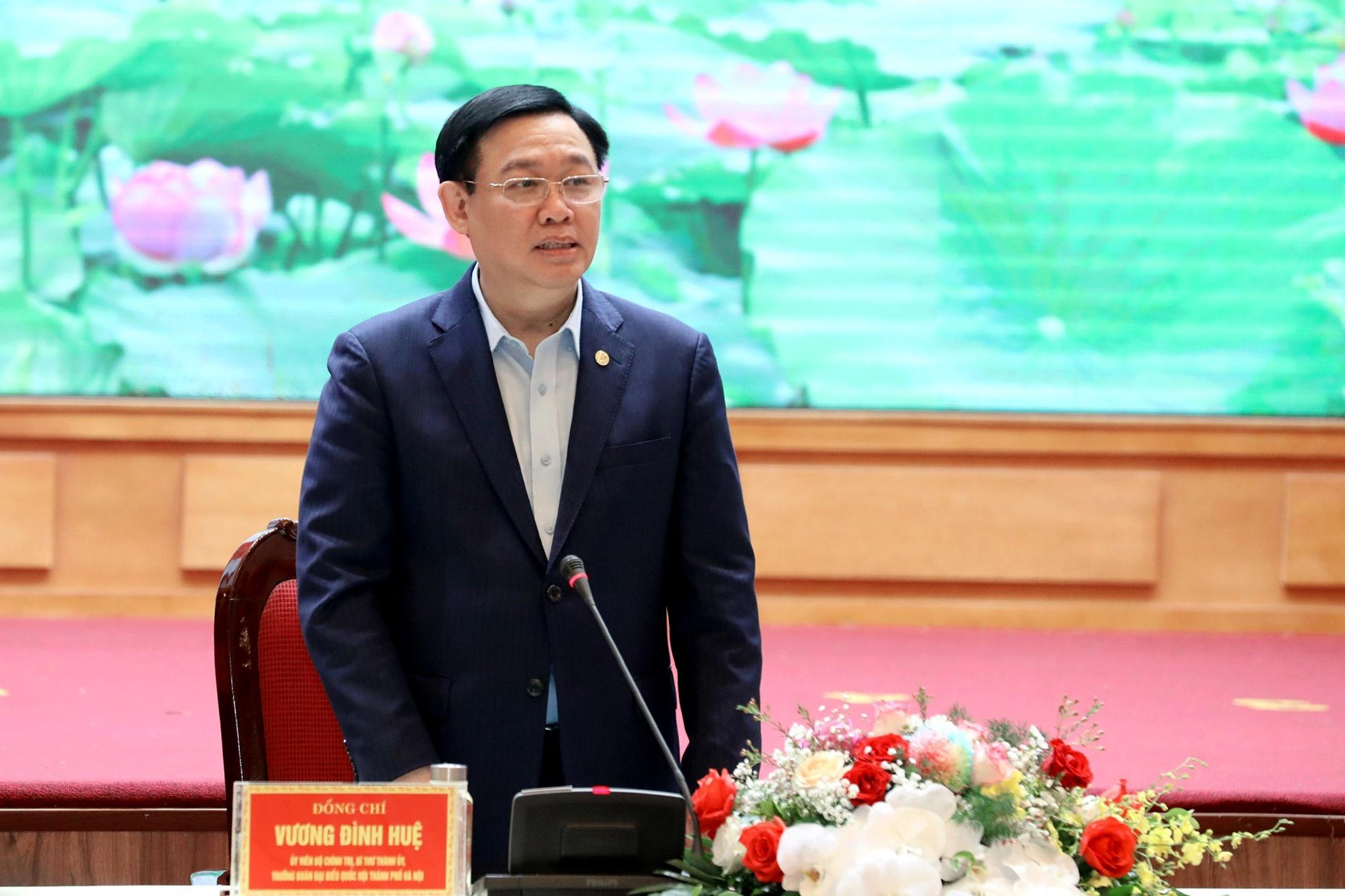 Bí thư Vương Đình Huệ phát biểu tại buổi làm việc.