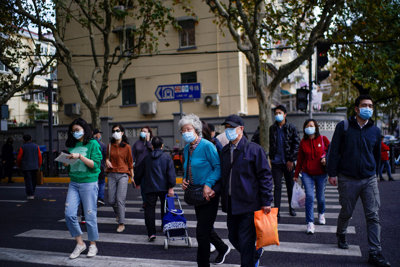 Thượng Hải áp dụng báo động Covid-19 mức vừa tại một số địa phương sau khi phát hiện 2 ca nhiễm nội địa. Ảnh: Reuters.