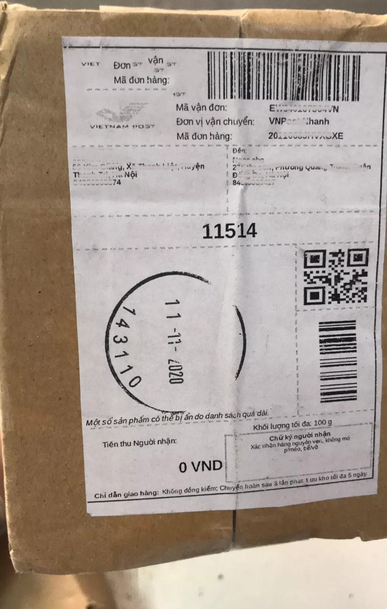 Hộp hàng được vận chuyển không ghi rõ món hàng là gì. Nguồn ảnh: VnHomies.