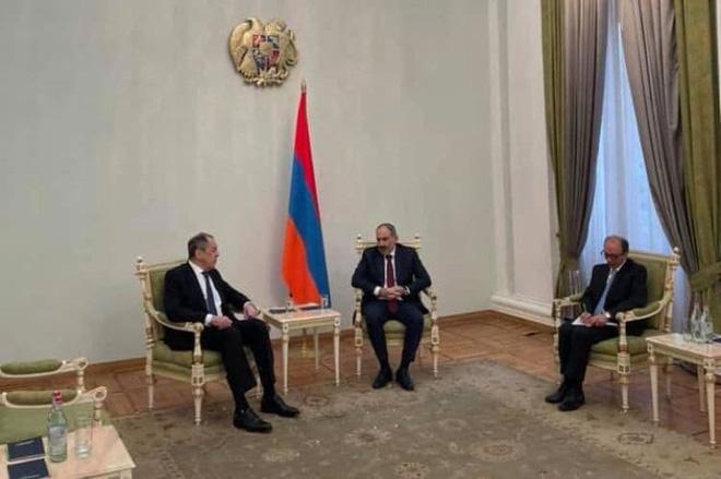 Ảnh tại cuộc tiếp kiến Ngoại trưởng Nga Sergei Lavrov của Thủ tướng Armenia Nikol Pashiyan.