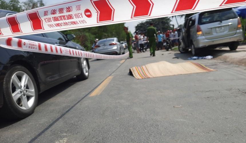 Hiện trường vụ việc xảy ra trên quốc lộ 53 qua huyện Long Hồ. Ảnh: A.Minh.