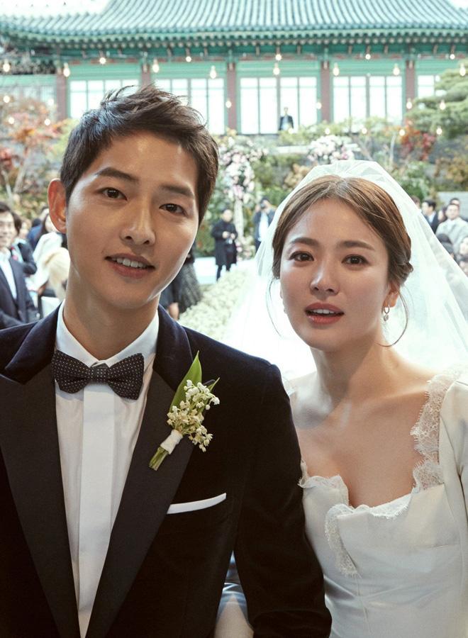 """Sau khi ly hôn, cặp đôi Song - Song vướng vào vô số drama """"ám chỉ"""", """"đá xoáy"""" cùng những tin đồn tình cảm."""