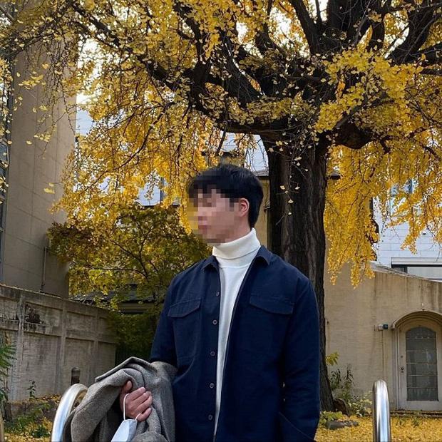 Người đàn ông lạ mặt Song Hye Kyo thân thiết gần đây khiến dân tình bàn tán không ngừng.
