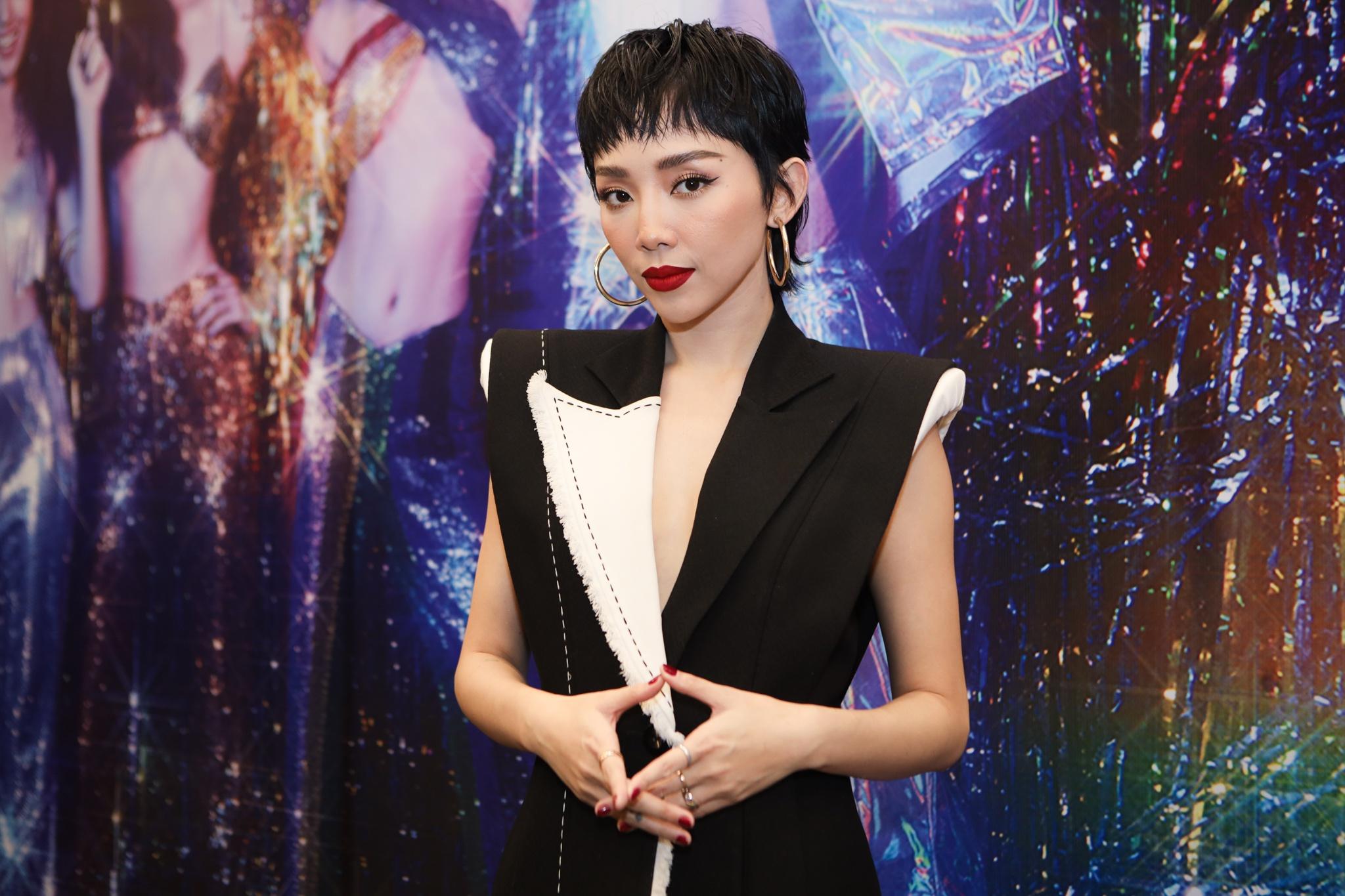 Nữ ca sĩ chia sẻ cô gặp áp lực khi làm việc với đạo diễn Ngô Thanh Vân. Ảnh: Phương Lâm.