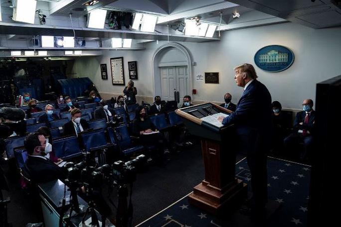 """Theo The Washington Post, Tổng thống Trump """"đã và đang tìm cách kiếm tiền khi rời văn phòng bằng các bài phát biểu, viết hồi ký hoặc xuất hiện trên truyền hình"""". Ảnh: The Washington Post."""