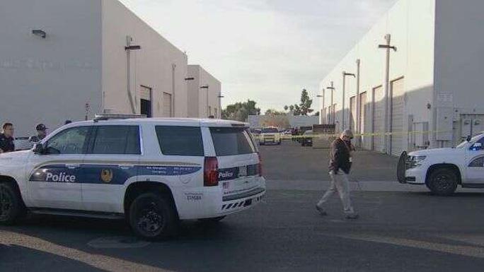 Vụ nổ súng tại TP Phoenix, bang Arizona khiến một phụ nữ thiệt mạng và 4 người bị thương. Ảnh: Fox.