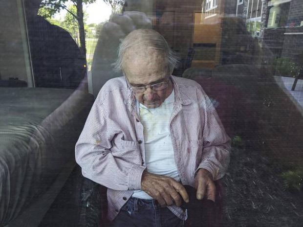 Ông James Gill tại nhà dưỡng lão Cherrywood Pointe.