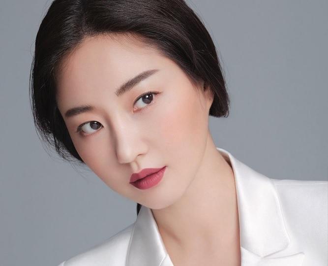 Kim Sa Rang không đóng phim thường xuyên vì ngoại hình của cô kén bạn diễn, bản thân người đẹp cũng khó tính khi chọn kịch bản. Ảnh: Vogue.
