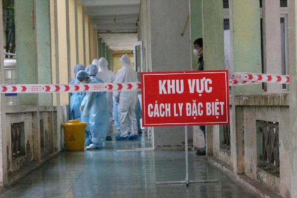 Chiều 24/11, có 2 chuyên gia Ấn Độ và 2 người Việt Nam mắc COVID-19