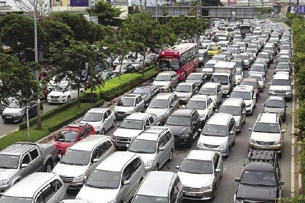 Hà Nội và TP.HCM tìm cách giảm ùn tắc giao thông: Loay hoay bài toán thu phí phương tiện vào nội đô
