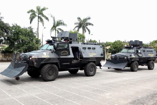 Uy lực của xe thiết giáp đánh án ma túy ở Lóng Luông