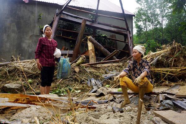 Thủ tướng: Chủ động sơ tán khẩn cấp dân trong cơn bão số 3