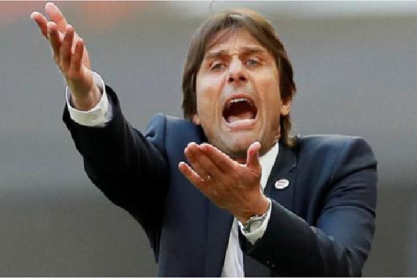 Conte kiện Chelsea vì trì hoãn quyết định sa thải