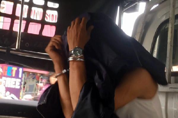 Thiếu nữ Sài Gòn cùng bạn trai tước hung khí của kẻ cướp
