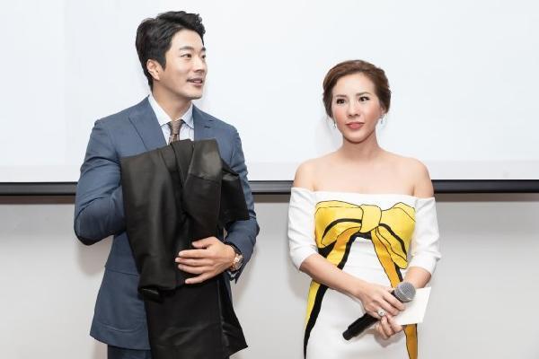 Hoa hậu Thu Hoài tặng quà đặc biệt cho mỹ nam 'Nấc thang lên thiên đường' Kwon Sang Woo