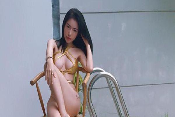 Ảnh bikini quá gợi cảm của Elly Trần