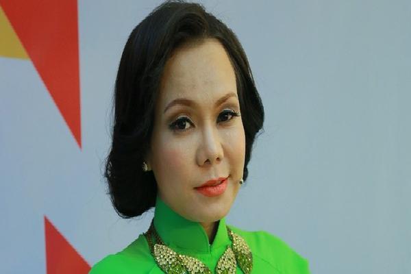 Việt Hương phản pháo khi bị cư dân mạng bày tỏ sự thất vọng vì lên tiếng chỉ trích thái độ làm việc của Huỳnh Anh