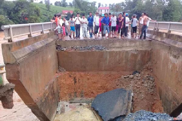 20 người chết, 16 người mất tích do mưa lũ