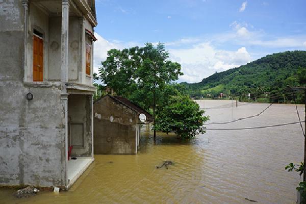 Gần 900 hộ dân ở Thanh Hoá di dời khẩn cấp do nước sông Bưởi lên cao