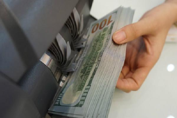 Liên tục tăng, đôla ngân hàng chạm 23.300 đồng