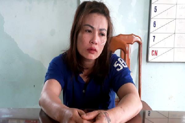 Cảnh sát khám xét nhà nữ nghi can tra tấn cô gái ở Kon Tum